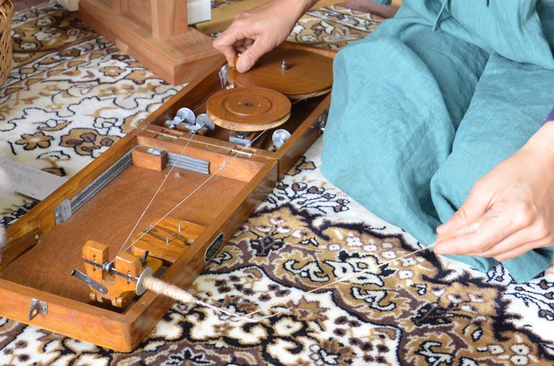 *インドの紡ぎ道具チャルカ