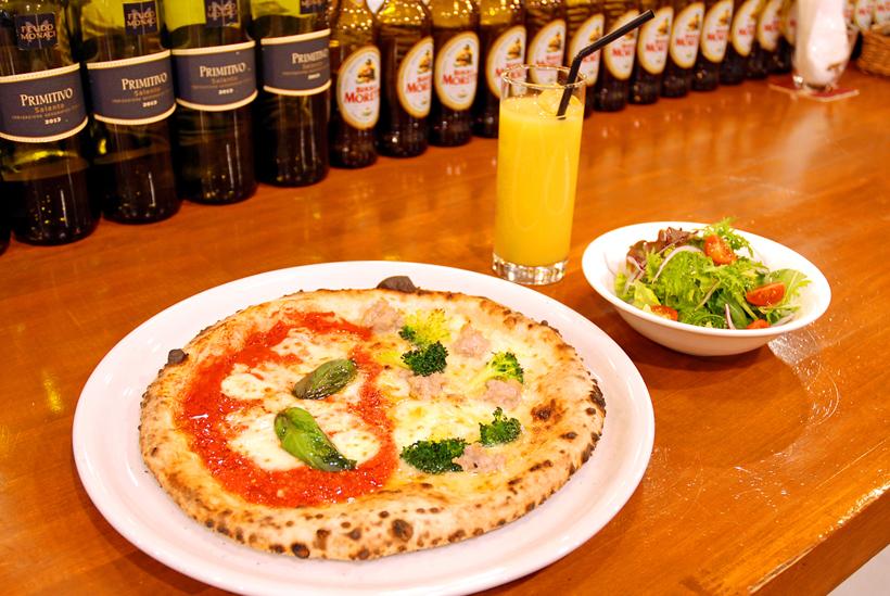 *BACIランチ(サラダ+ドリンク+ピッツァ) 1,000円(税込) ※写真のピッツァはハーフ&ハーフ