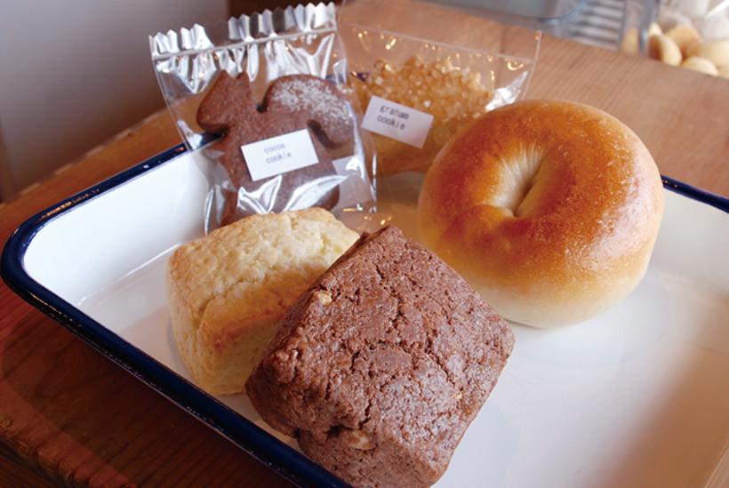*販売している焼き菓子やパン