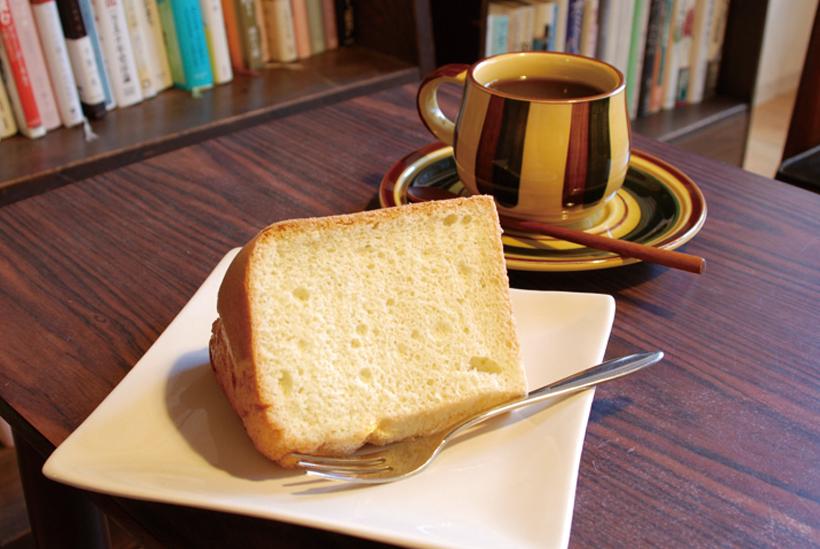 *シフォンケーキ 350円(税込) オーガニックコーヒー 400円(税込)