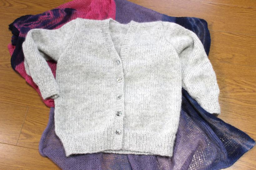 *草木染めモヘア毛糸の手編みカーディガン 25,000円