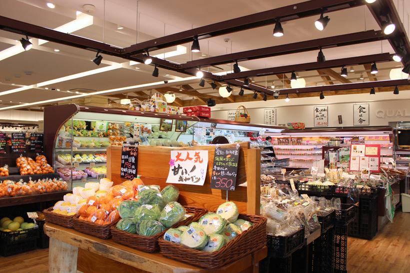 *店内には無農薬野菜や加工品など美味しさにこだわった安心安全な食品が並ぶ