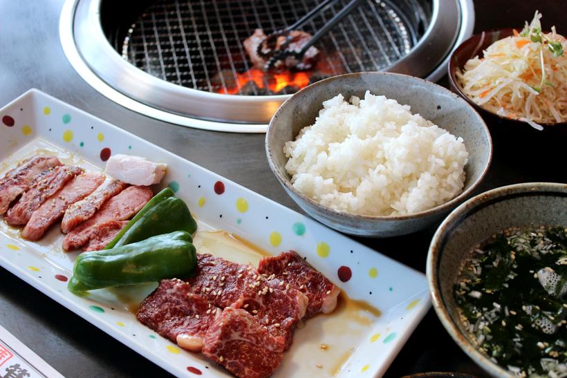 *2種盛ランチ1,400円(税別) 写真は増田和牛ロース、カルビ *お肉は他にも選択可