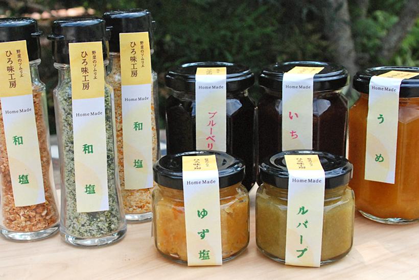 *写真左から:野菜の乾燥粉末を混ぜた塩と無添加ジャム