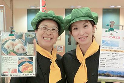 *渡邉博美さん(左)と娘さん
