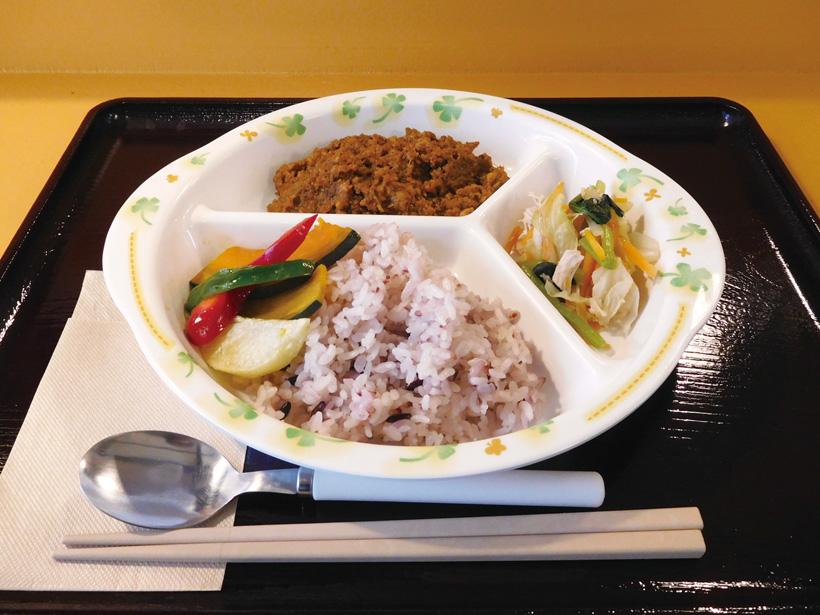 *給食風メニューのドライカレープレート620円(税込)。 スープ、ドリンク、デザートの中から1つお好きなものが 付けられます。