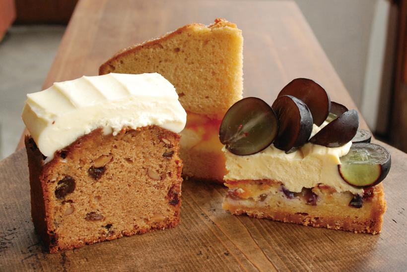 *季節のフルーツを使ったケーキ 380円〜(税込) 焼き菓子やスコーンなども販売 ※季節によってラインナップが変わります。写真は9月までの商品です。