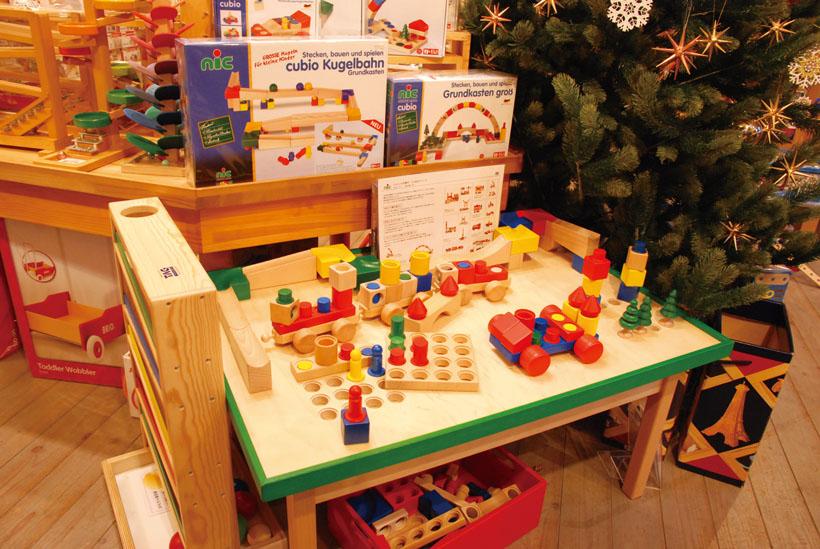 *店内にあるおもちゃで自由に遊ぶことができる