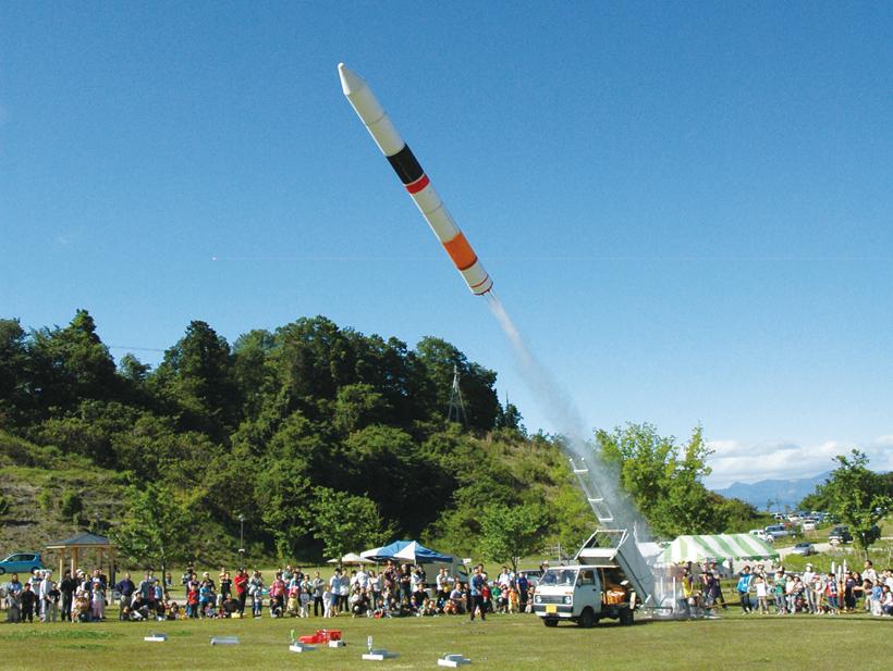 *大型ペットボトルロケットの打ち上げ ペットボトルロケット工作・打ち上げ 参加費:300円