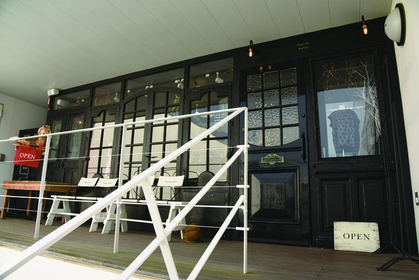*建物2階に位置する「BOCHICA」店舗