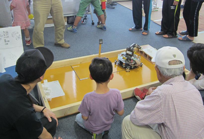 *ロボット操作体験コーナー