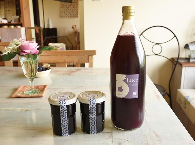 *果樹園で採れたブルーベリーで作るジャムとジュース