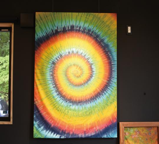 *4色の染料で染め上げた「虹」