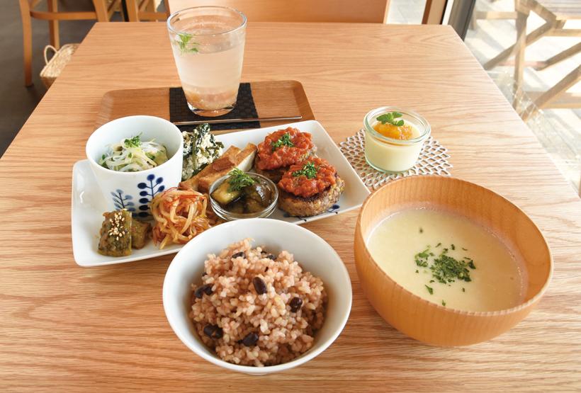 *一汁三菜定食(デザート・ドリンク付き) 1,300円