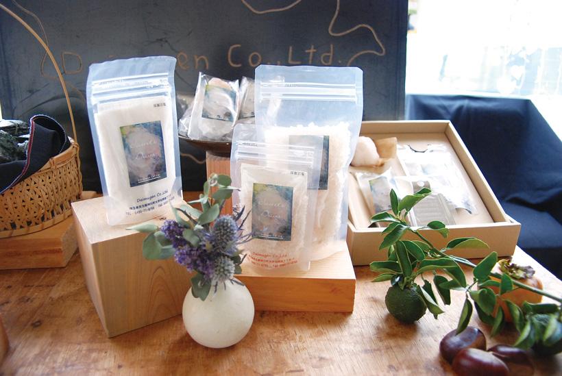 *モンゴル岩塩(粉末タイプ、ミル用タイプ) 100g 各500円(税別)