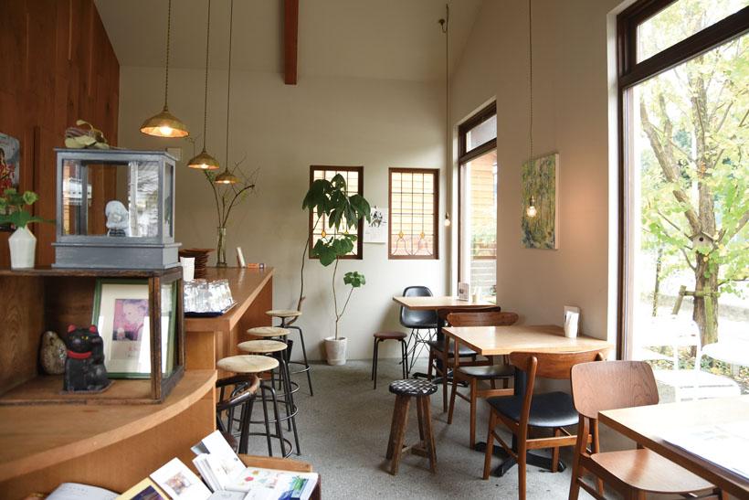*店内のカフェスペース