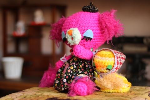 ピンクの編みぐるみ
